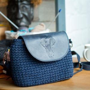 Handtasche-blau-handarbeit-mei-greisslerei-online-marktplatz-regional